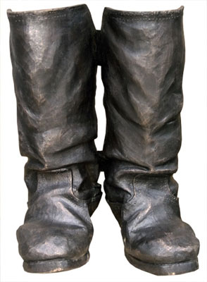 Памятник кирзовым сапогам